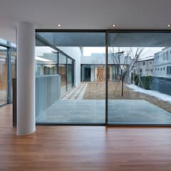 Modern windows & doors by L'eau Design Modern