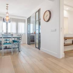 Dining room by Tarimas de Autor, Modern لکڑی Wood effect