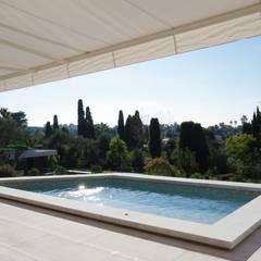 la petite piscine: Piscines privées de style  par  MMXI architecture