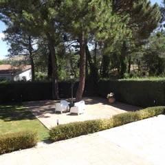 Cemento impreso: Jardines de estilo  de Almudena Madrid Interiorismo, diseño y decoración de interiores, Moderno Hormigón