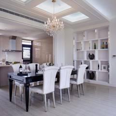 餐廳、廚房皆採開放式設計:  餐廳 by 雅和室內設計