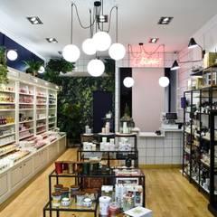 Boutique toulouse centre: Espaces commerciaux de style  par Eclectiko Studio
