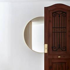 REFORMA INTEGRAL VIVIENDA ENSANCHE VALENCIA: Puertas de estilo  de DG Arquitecto Valencia