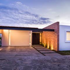 Fachada Principal: Casas de estilo  por René Flores Photography