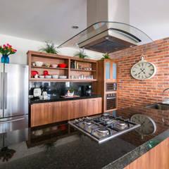 Cocina: Cocinas de estilo clásico por René Flores Photography