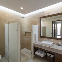 Bathroom by René Flores Photography, Classic
