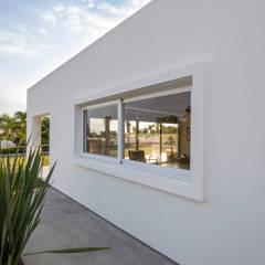 Pasillos Laterales: Terrazas de estilo  por René Flores Photography