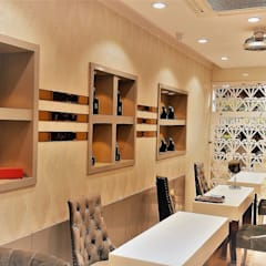 Showroom:  Commercial Spaces by IMAGIC INTERIORS
