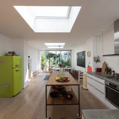 Küche 04:  Küchenzeile von Grotegut Architekten