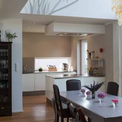 Küche 03:  Küchenzeile von Grotegut Architekten