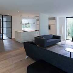 eigentijdse villa:  Woonkamer door CHORA architecten