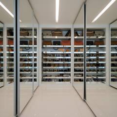 Aparatamento de Cobertura: Closets modernos por Daniela Andrade Arquitetura