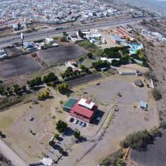 Finca en Venta Querétaro: Espacios comerciales de estilo  por RoGer Real Estate Brokers