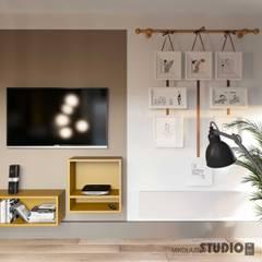 Pokój Syna: styl , w kategorii Pokój dla chłopca zaprojektowany przez MIKOŁAJSKAstudio
