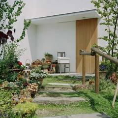 Jardines de piedras de estilo  por 前田工務店