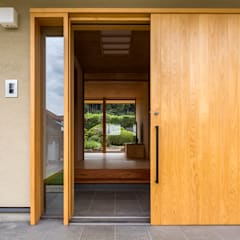 Front doors by 中山大輔建築設計事務所/Nakayama Architects,