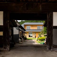 Rumah teras by 中山大輔建築設計事務所/Nakayama Architects