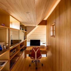 黒羽・継ぎの家: 中山大輔建築設計事務所/Nakayama Architectsが手掛けた書斎です。