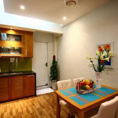 Ngôi Nhà 4 Tầng 45m2 Thông Thoáng Nhờ Thiết Kế Giếng Trời Thông Minh:  Tủ bếp by Công ty TNHH Xây Dựng TM – DV Song Phát,