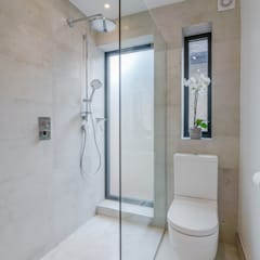 Case Study: Isleworth, TW7: modern Bathroom by BathroomsByDesign Retail Ltd
