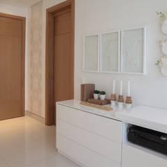 CASA Z/M: Habitaciones de estilo ecléctico por Maria Teresa Espinosa