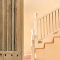 Escaleras de estilo  por Maria Teresa Espinosa