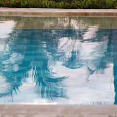Pool by Maria Teresa Espinosa, Colonial