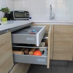 : Cocinas de estilo  por Tagez Design,