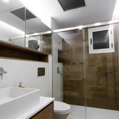 Baño de invitados: Baños de estilo  de CARMAN INTERIORISMO