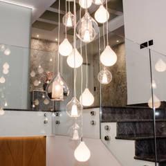 Proyecto integral vivienda diseño de espacios: Escaleras de estilo  de CARMAN INTERIORISMO