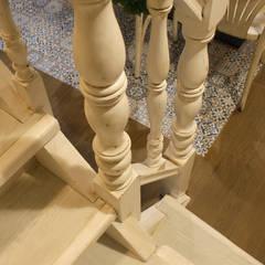 Restaurante Los templarios: Escaleras de estilo  de ARTEFACTUM