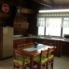 cozinha : Armários e bancadas de cozinha  por STUDIO ROCHA ARQUITETURA E DESIGN DE INTERIORES