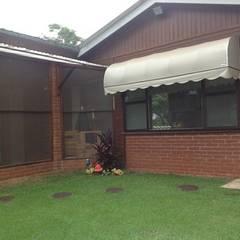 Casa de veraneio fazenda camping paineiras-Itú SP.: Jardins de fachadas de casas  por STUDIO ROCHA ARQUITETURA E DESIGN DE INTERIORES