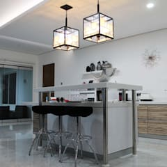 Residential_Landed_Semi-Detached House:  Dapur by daksaja architects and planners
