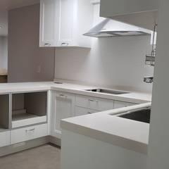 등촌동 현대 아이파크 아파트: DECORIAN의  주방