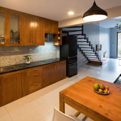 Built-in kitchens by Công ty TNHH Thiết Kế Xây Dựng Song Phát