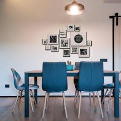 APPARTAMENTO RN: Sala da pranzo in stile  di 07am architetti