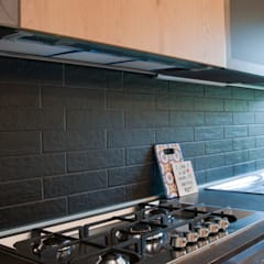APPARTAMENTO RN: Cucina in stile in stile Industriale di 07am architetti