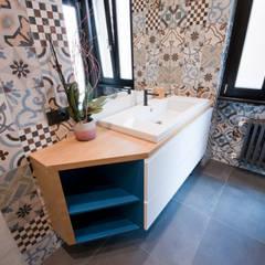 Baños de estilo  por 07am architetti