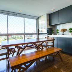 Apartamento PRA Varandas, alpendres e terraços clássicos por Saia Arquitetura Clássico