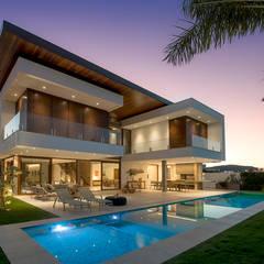 Ruschel Arquitetura: Fluidez e visão espacial : Casas  por Ruschel Arquitetura e Urbanismo