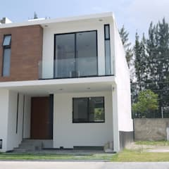 Fachada : Casas unifamiliares de estilo  por DEVELOP ARQUITECTOS