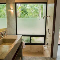 Casa Fortuna: Baños de estilo  por CO-TA ARQUITECTURA,
