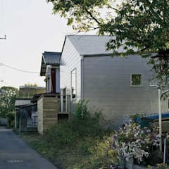 Wooden houses by 前田工務店, Industrial Silver/Gold