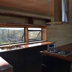 Mesones en roble: Cocinas de estilo  por PhilippeGameArquitectos