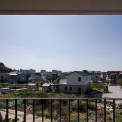 인천운서동주택: 위드하임의  베란다,모던