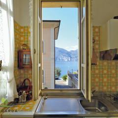 Historische Stadtvilla direkt am Gardasee: mediterrane Küche von Lago di Garda Immobilien