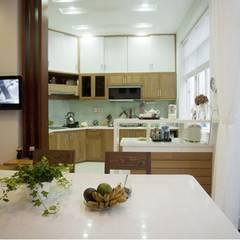 Mẫu Nhà 3 Tầng 6x13m Hướng Tây Có Thiết Kế Mặt Tiền Đẹp, Chắn Nắng:  Tủ bếp by Công ty TNHH Xây Dựng TM – DV Song Phát