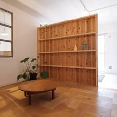 Apartment in Gakuemmae: Mimasis Design/ミメイシス デザインが手掛けた寝室です。