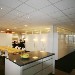 Lojas & Imóveis comerciais modernos por YBB Architecture Amsterdam Moderno